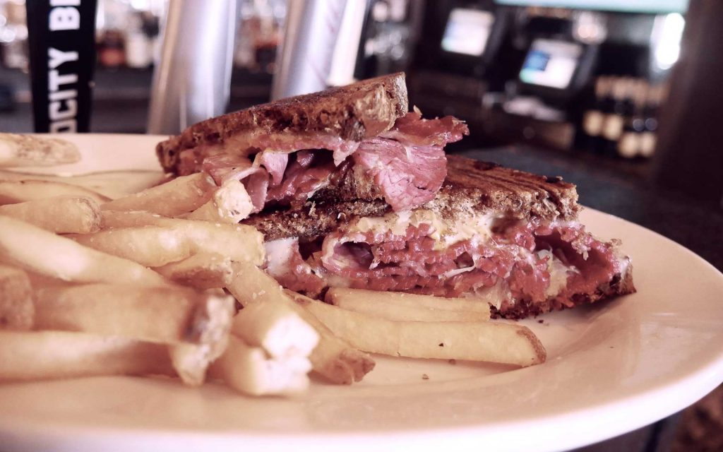 Mo's Irish Pub Reuben